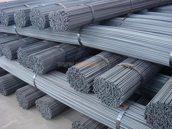 在钢筋混凝土结构中,裂缝宽度也比光圆钢筋
